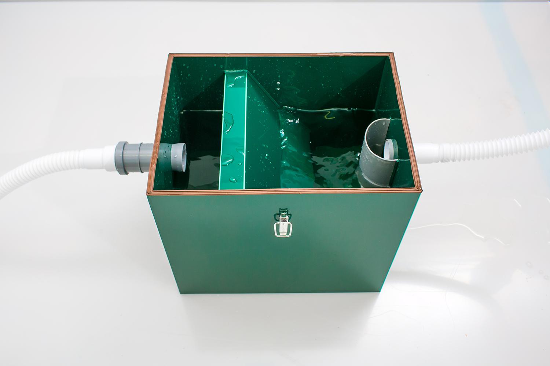 Компактный жироуловитель для установки под мойку небольшого размера